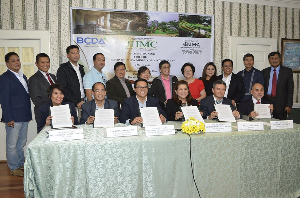 BCDA and JHMC signed the Lease Contract for the rehabilitation, reconstruction and operation of the Mini Hydro power Plant (MHPP) located in the Camp John Hay Reservation. From L-R (seated): BCDA Chairman Ma. Aurora G. Garcia; Isabela Power Corp. EVP Carlo Ma. L. Fernandez; BCDA President and CEO Arnel Paciano Casanova; JHMC President and CEO Jamie M. Agbayani; Vendeka Bilgi Teknolojileri Ticaret Limited President Bilali Nadir Uzum; and JHMC Chairman Silvestre C. Afable Jr. They are joined by the Board of Directors of BCDA and JHMC. (Photo Credit: Carlito Dar – PIA)